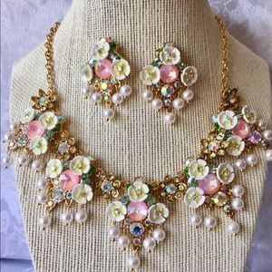 Betsey Johnson White Flowers and Pearls Set